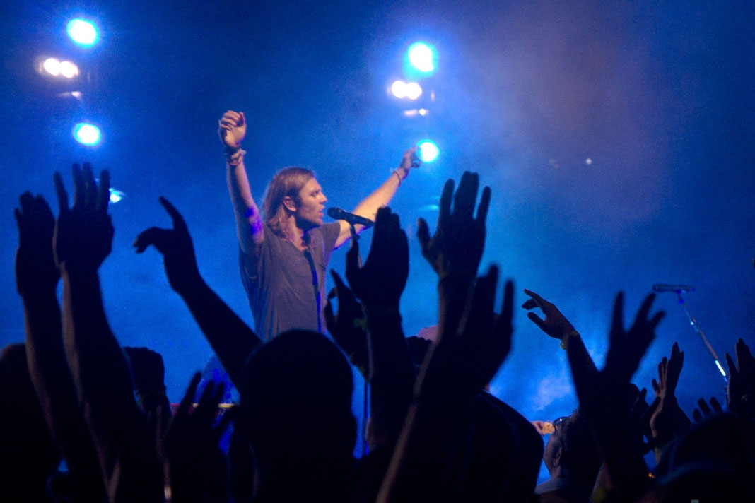 Victory song hillsong