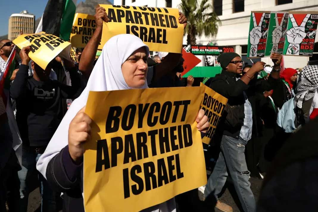 Protestors call for the severing of diplomatic ties with Israel during a march in Cape Town, South Africa (photo credit: REUTERS/MIKE HUTCHINGS)