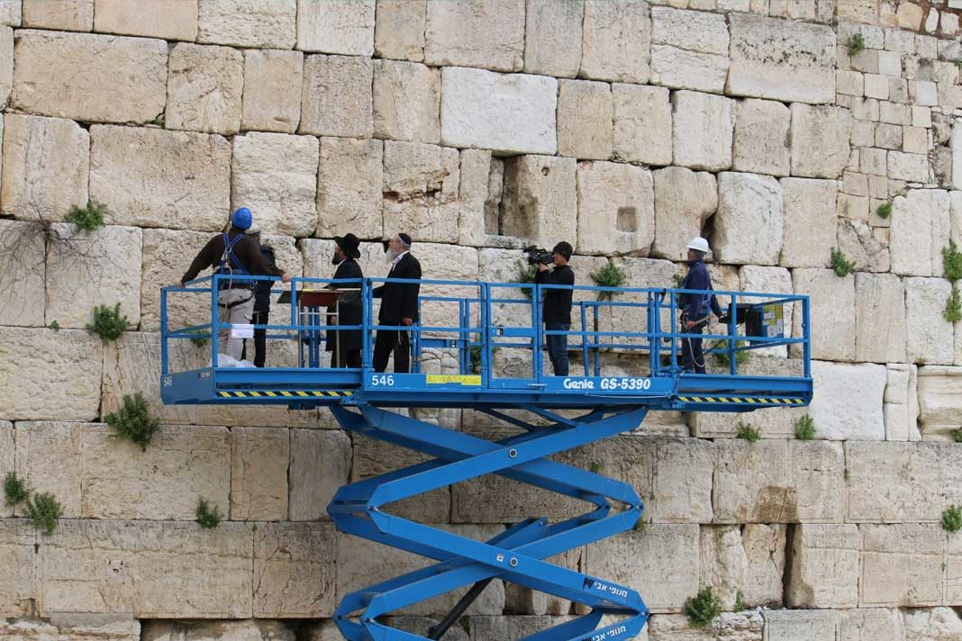 A Western Wall safety inspection on April 3, 2019 (Western Wall Heritage Foundation)