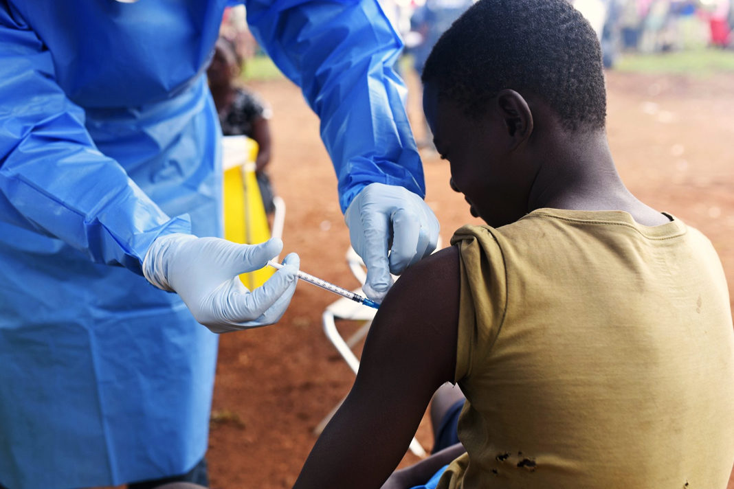 A Congolese health worker administers Ebola vaccine to a boy who had contact with an Ebola sufferer in the village of Mangina in North Kivu province of the Democratic Republic of Congo, August 18, 2018. REUTERS/Olivia Acland/File Photo