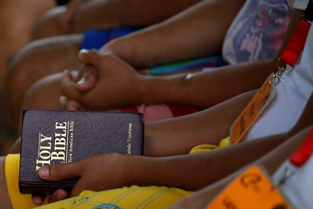 Philippines Christians with bible