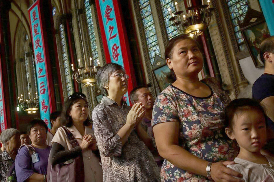 Chinese Catholics worship at a church in Beijing (Kevin Frayer / Getty Images)