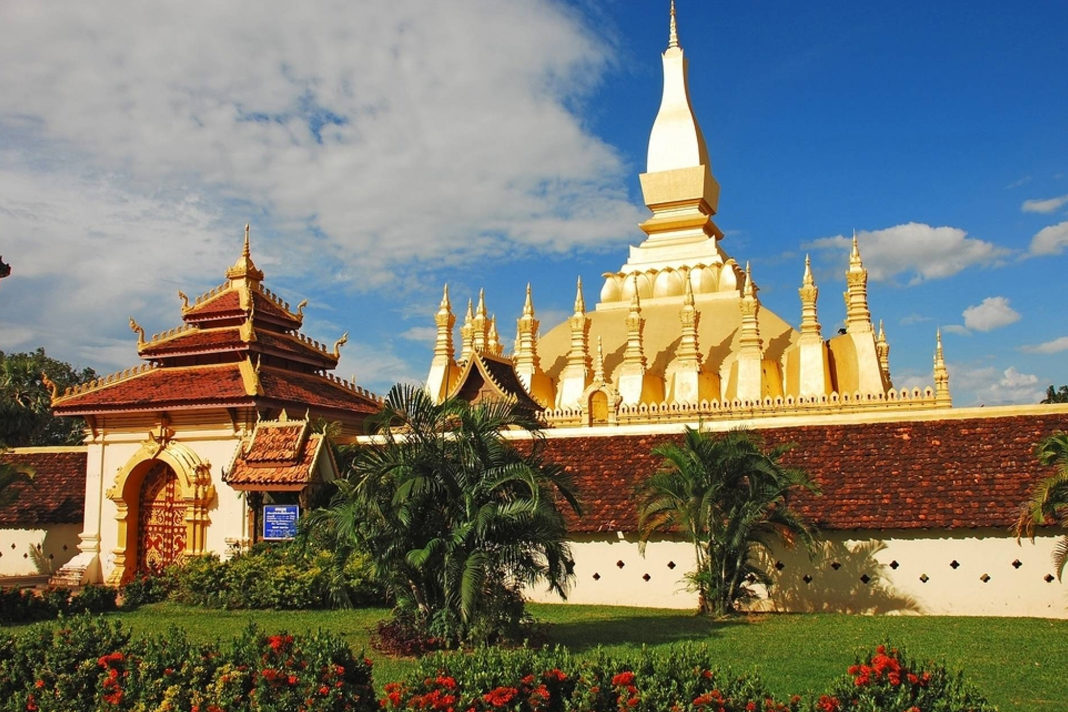Pha That Luang in Vientiane, the capital of Laos, is a national symbol. / Aaron Smith. Wikipedia, CC