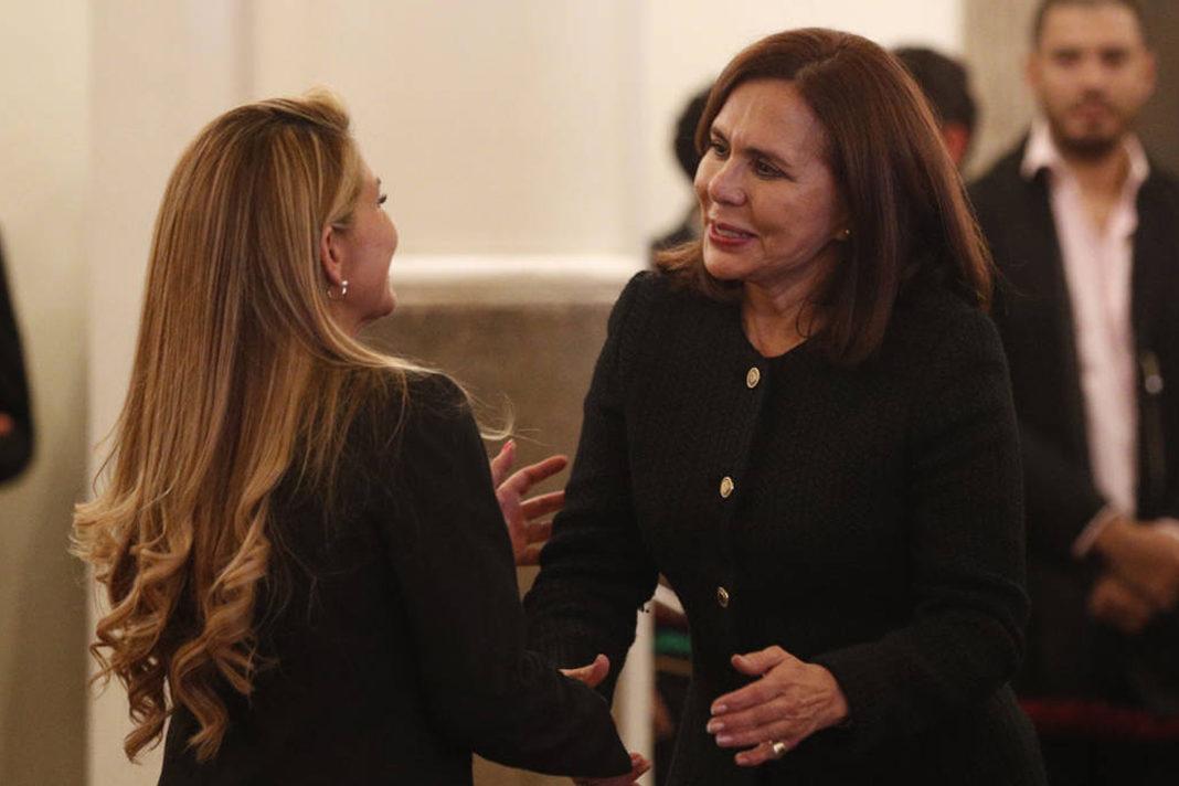 Bolivian President Jeanine Anez (L), and Foreign Minister Karen Longaric (R). (AP Photo/Juan Karita)