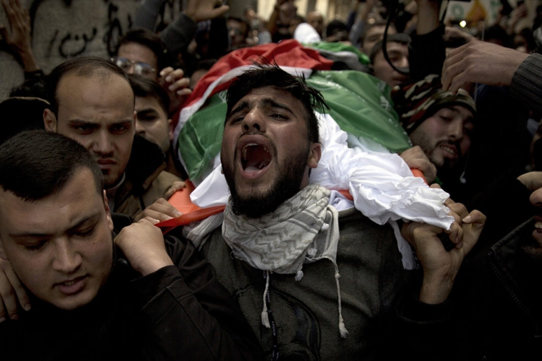 Palestinians carry the body of a 'martyr.' (AP Photo/Khalil Hamra)
