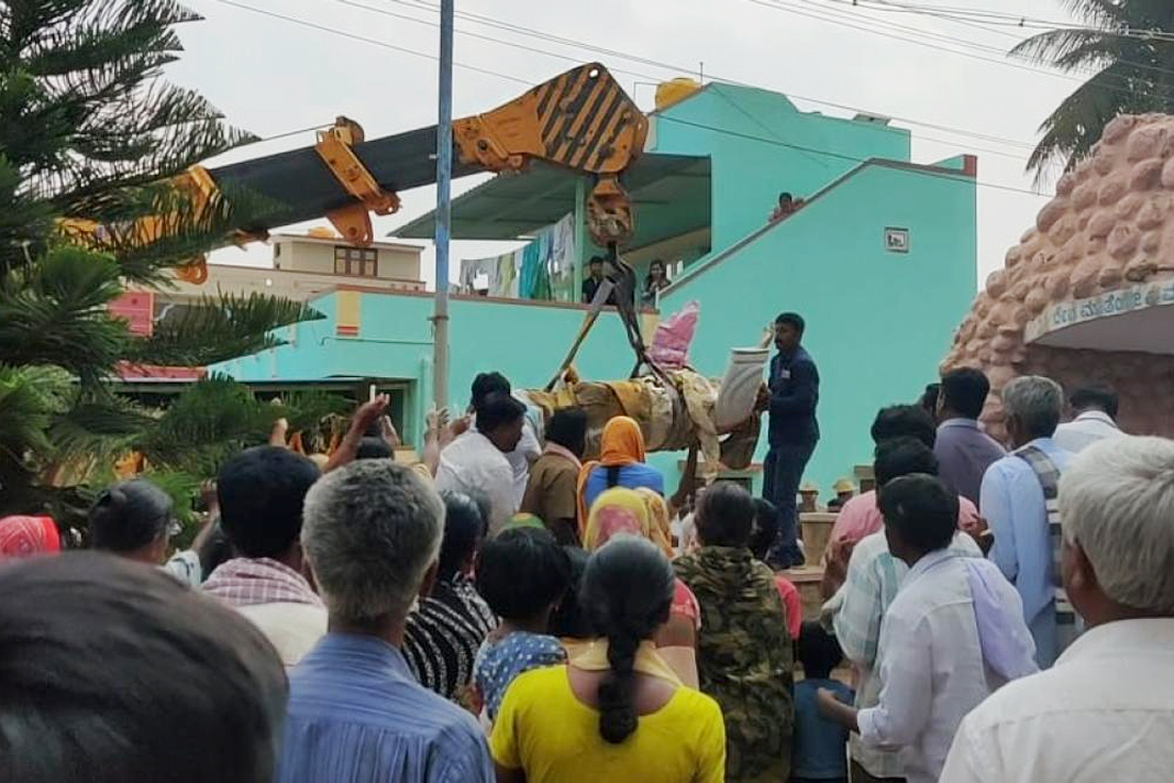 Local officials, led by the tahsildar, remove the statue of Jesus Christ installed atop the Mahima Betta at Doddasagarahalli near Devanahalli in Bengaluru Rural district.