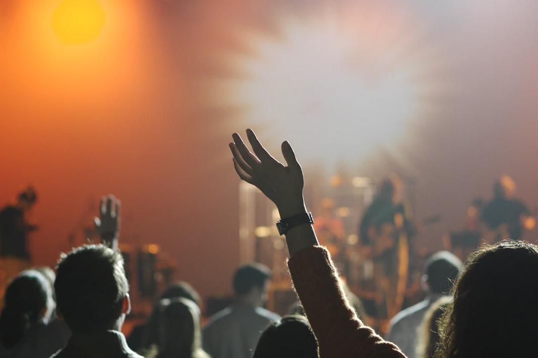 Crowd Worshiping